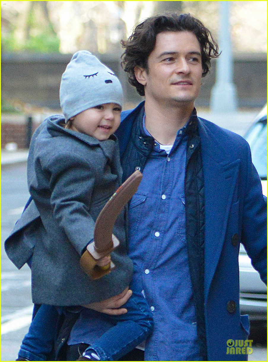 miranda kerr flynn enjoys watching orlando bloom on stage 023002547