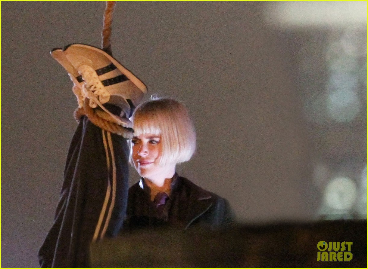 nicole kidman films with hanging man for paddington bear 17