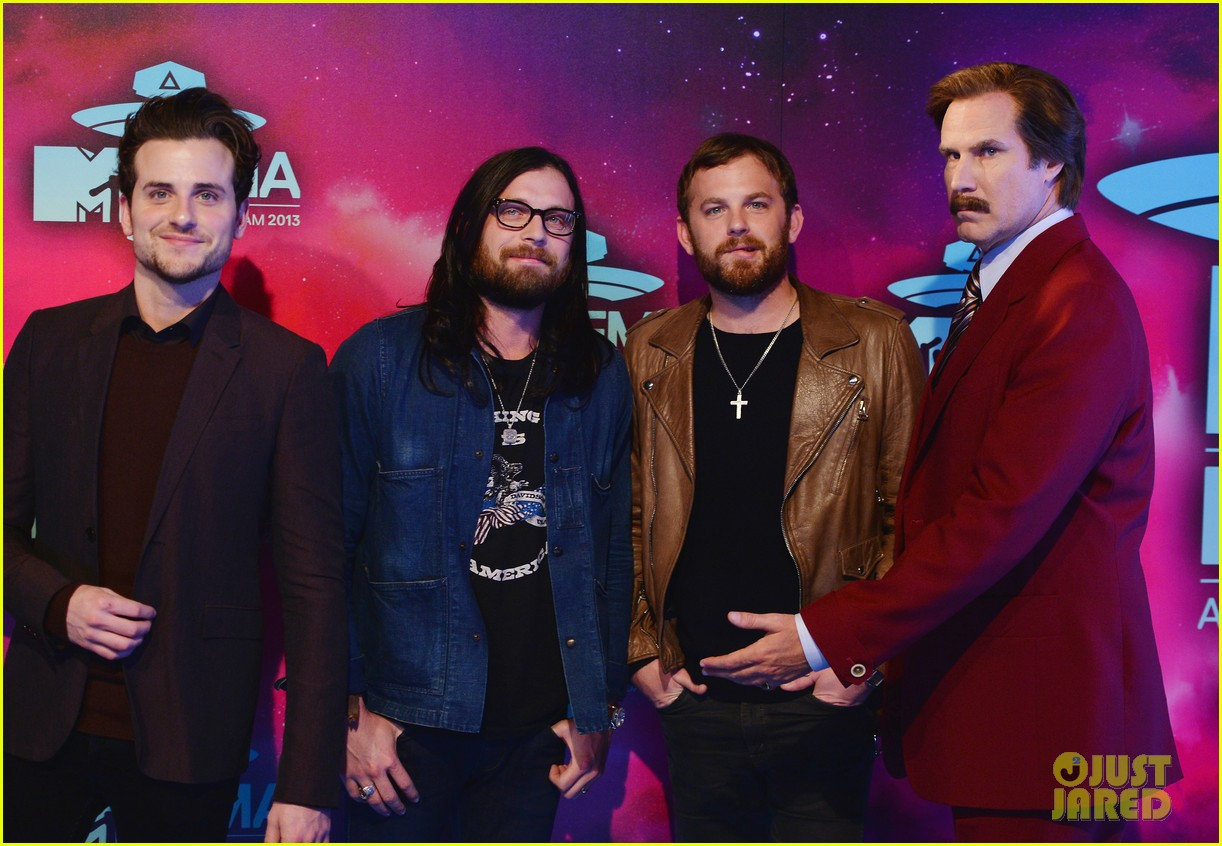 kings of leon mtv ema 2013 red carpet 03