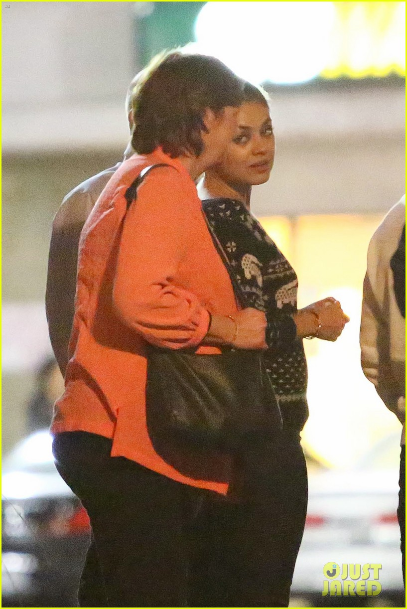 mila kunis goes thanksgiving shopping with ashton kutchers mom 103001447
