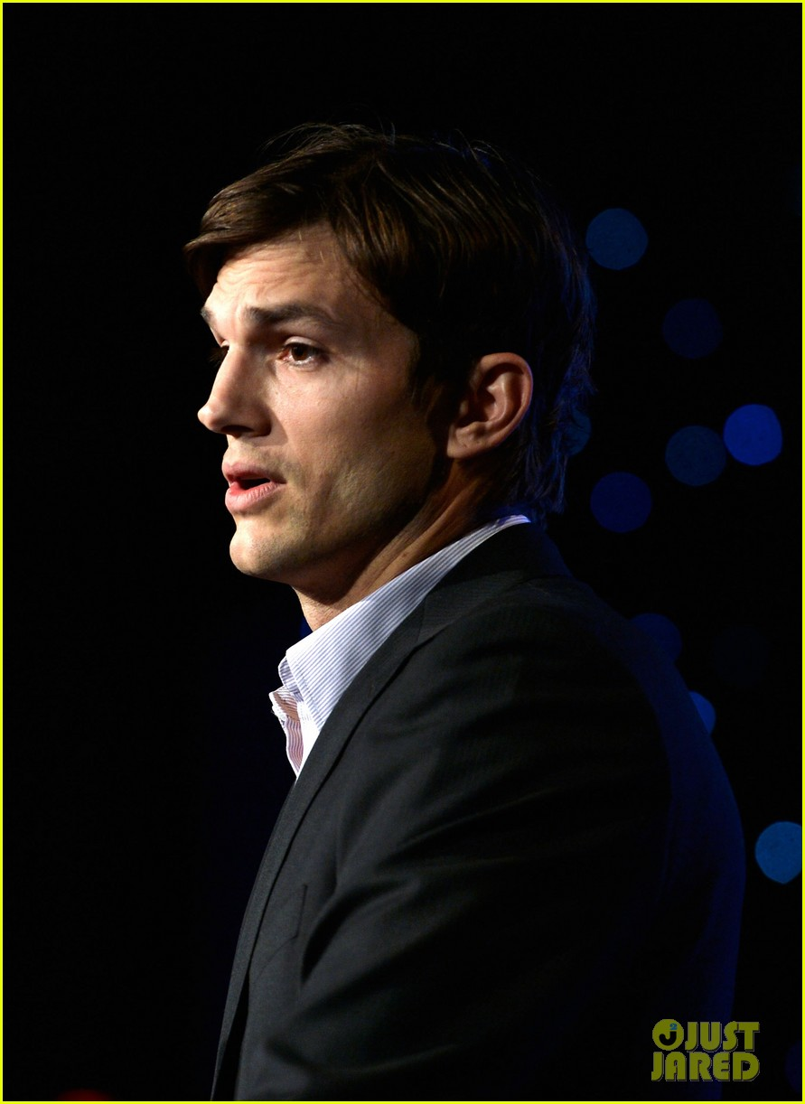 ashton kutcher speaks at human rights watch dinner 16