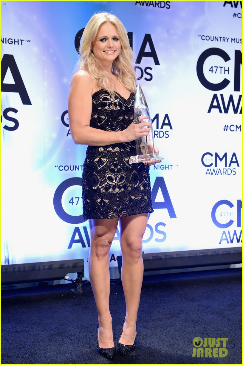 miranda lambert blake shelton cma awards 2013 red carpet 07