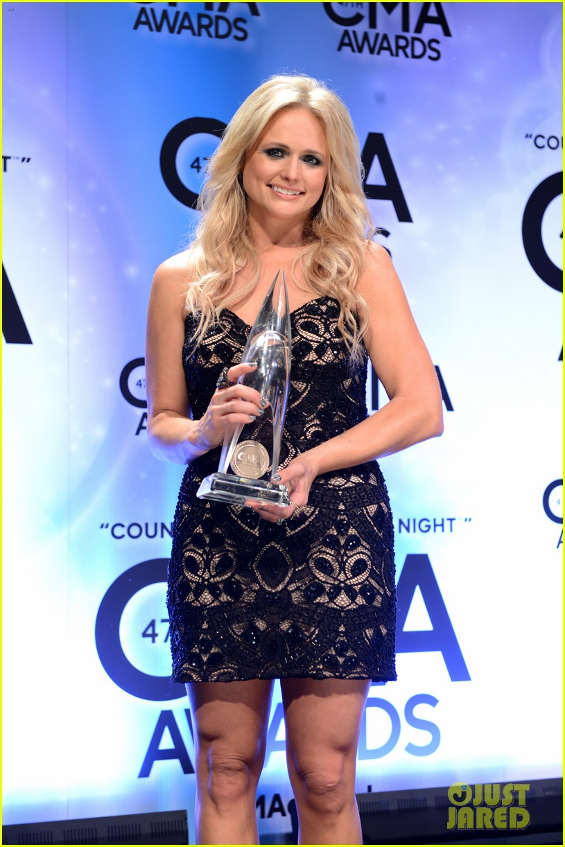 miranda lambert blake shelton cma awards 2013 red carpet 082987453