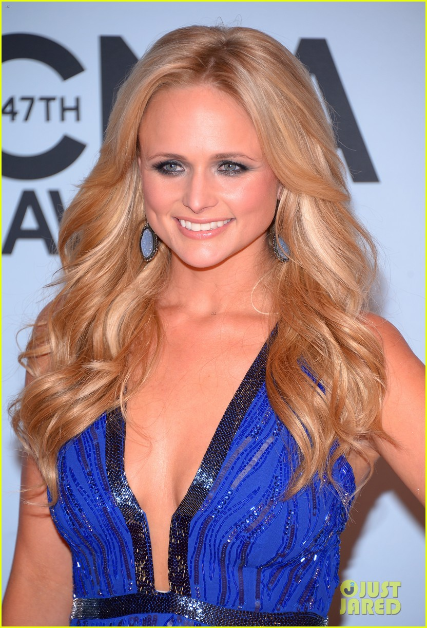 miranda lambert blake shelton cma awards 2013 red carpet 152987460