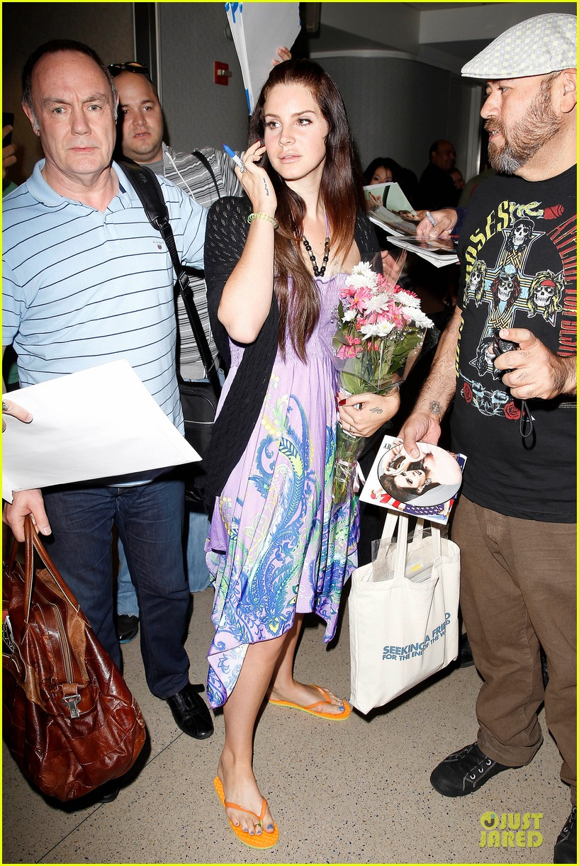 lana del rey receives flowers at lax airport 032994210