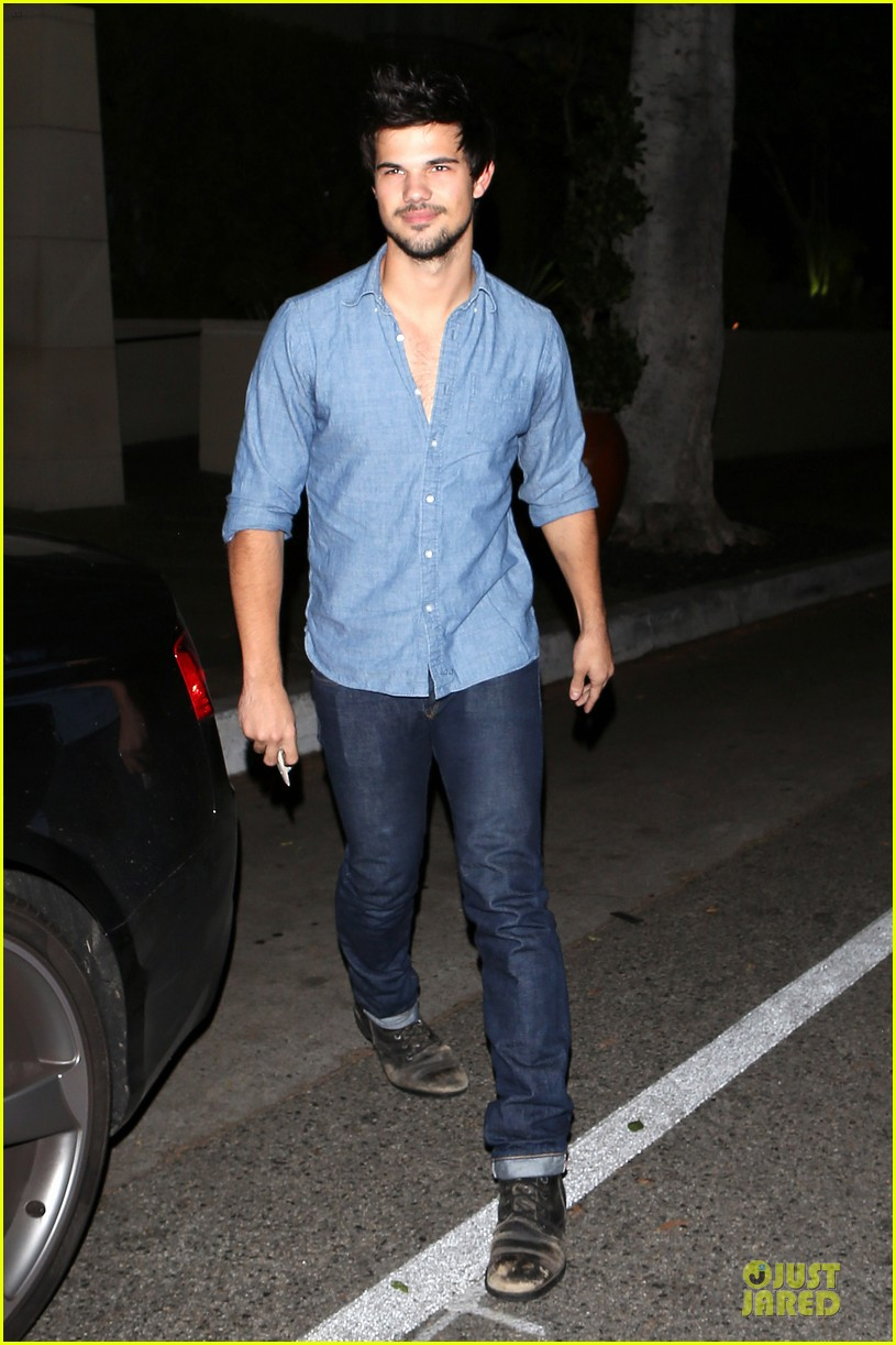 taylor lautner marie avgeropoulos lermitage dinner date 03