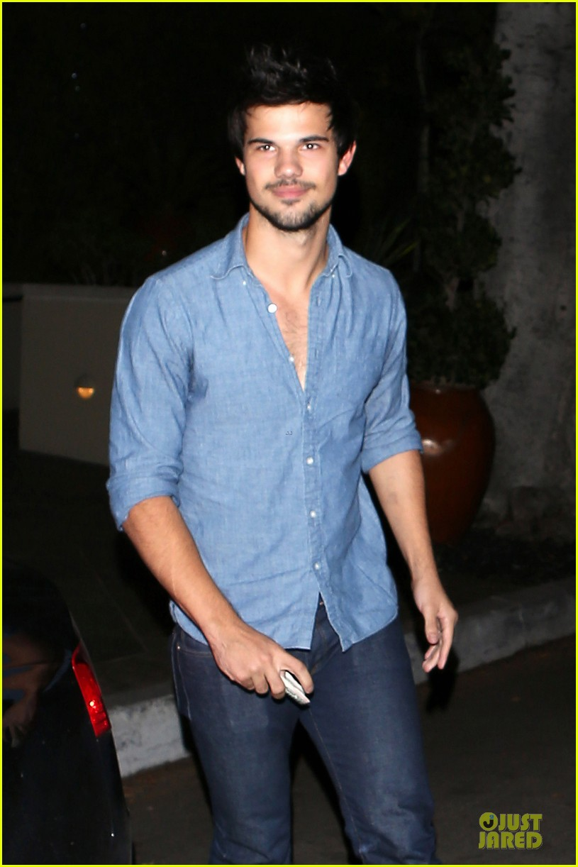 taylor lautner marie avgeropoulos lermitage dinner date 12