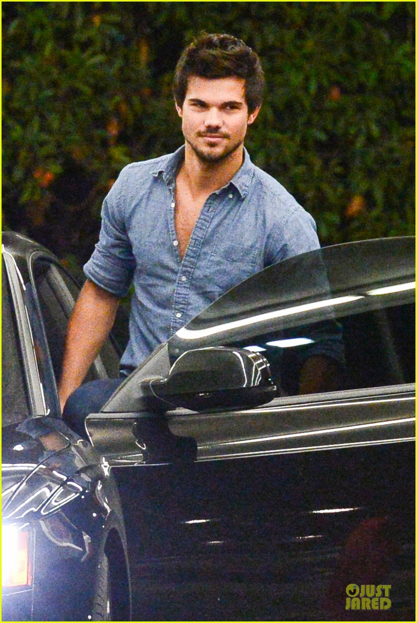taylor lautner marie avgeropoulos lermitage dinner date 13