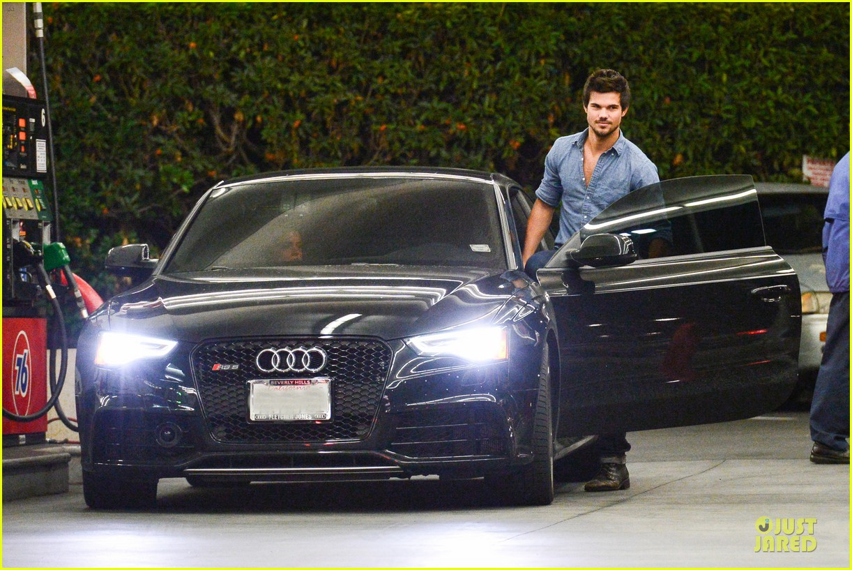 Taylor Lautner Marie Avgeropoulos Lermitage Dinner Date