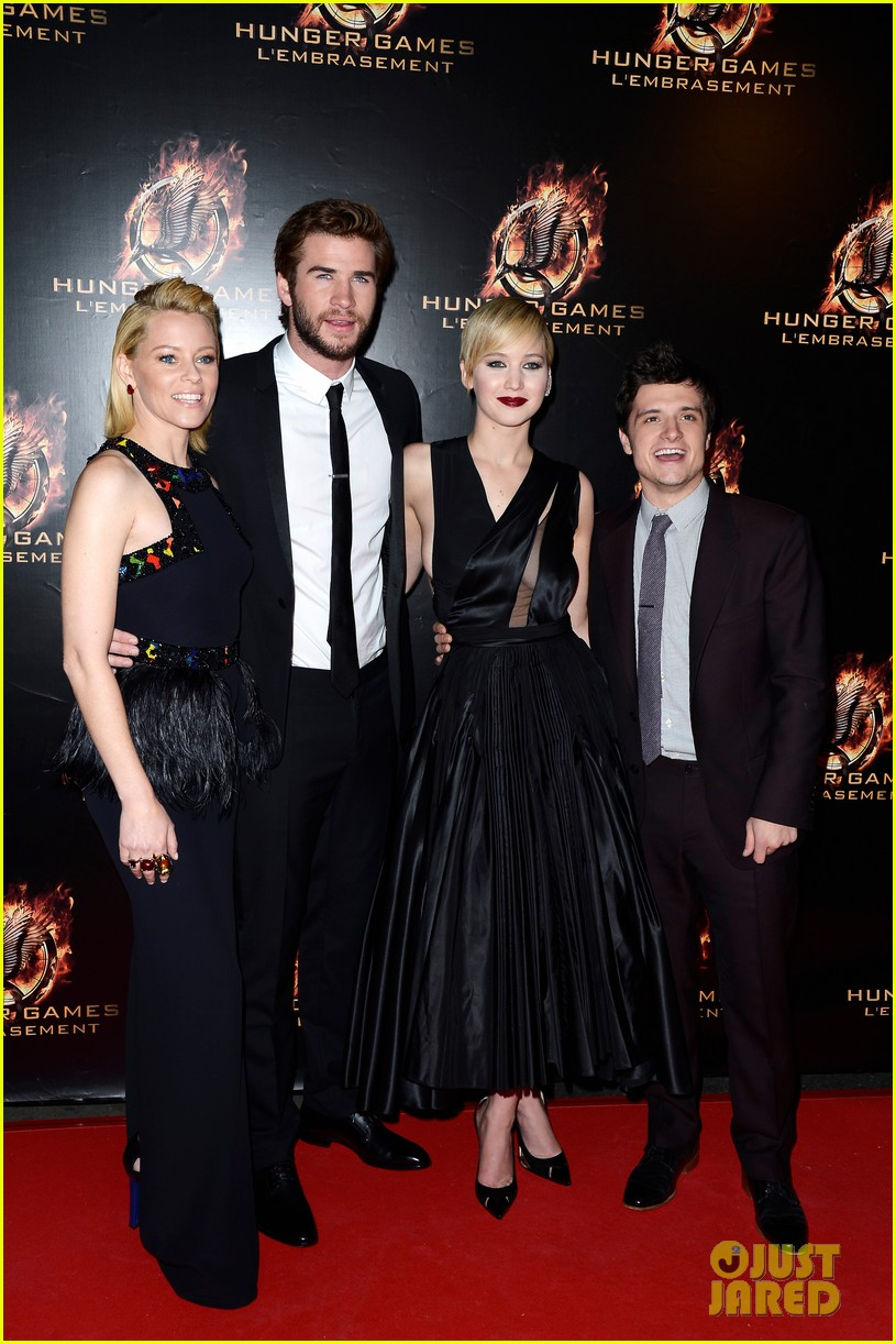 jennifer lawrence liam hemsworth catching fire paris premiere 03