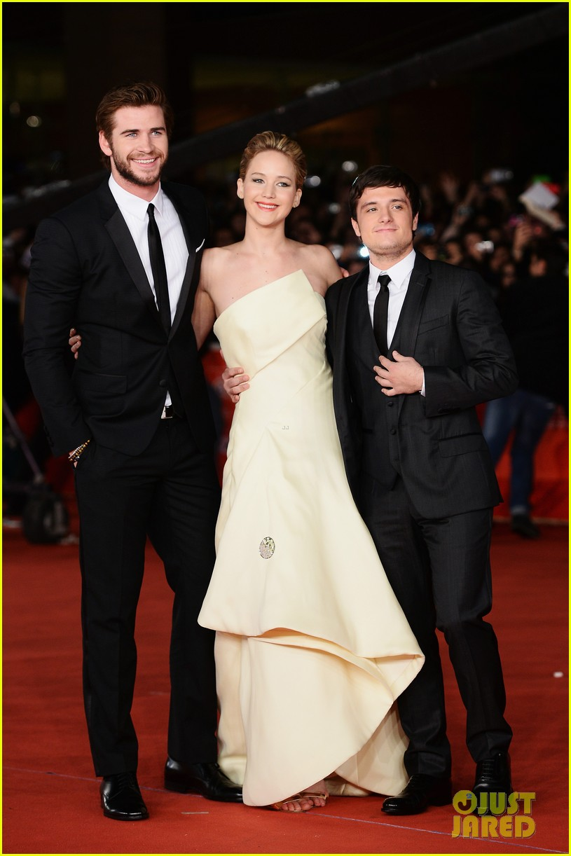 jennifer lawrence josh hutcherson catching fire rome premiere 03
