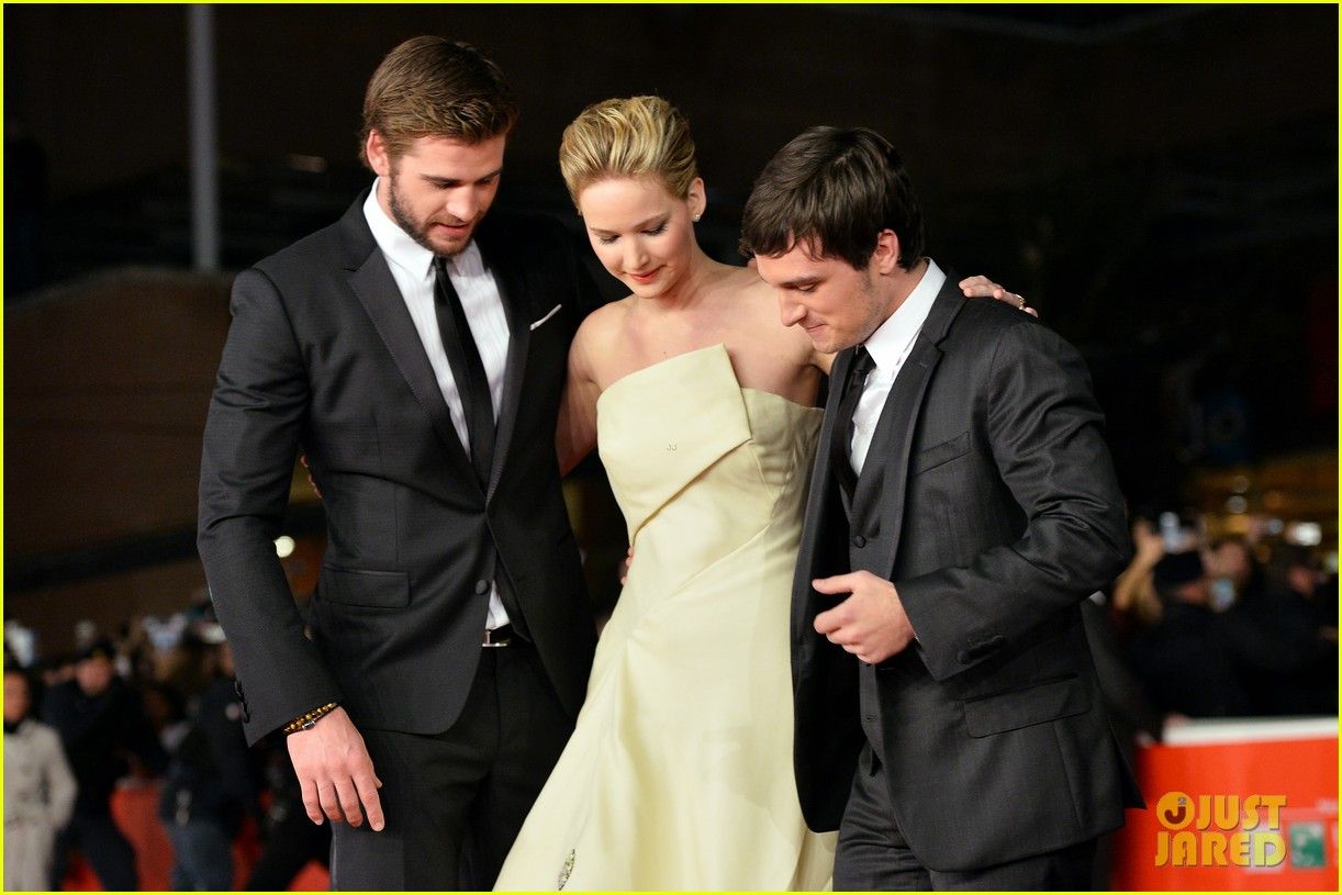 jennifer lawrence josh hutcherson catching fire rome premiere 15