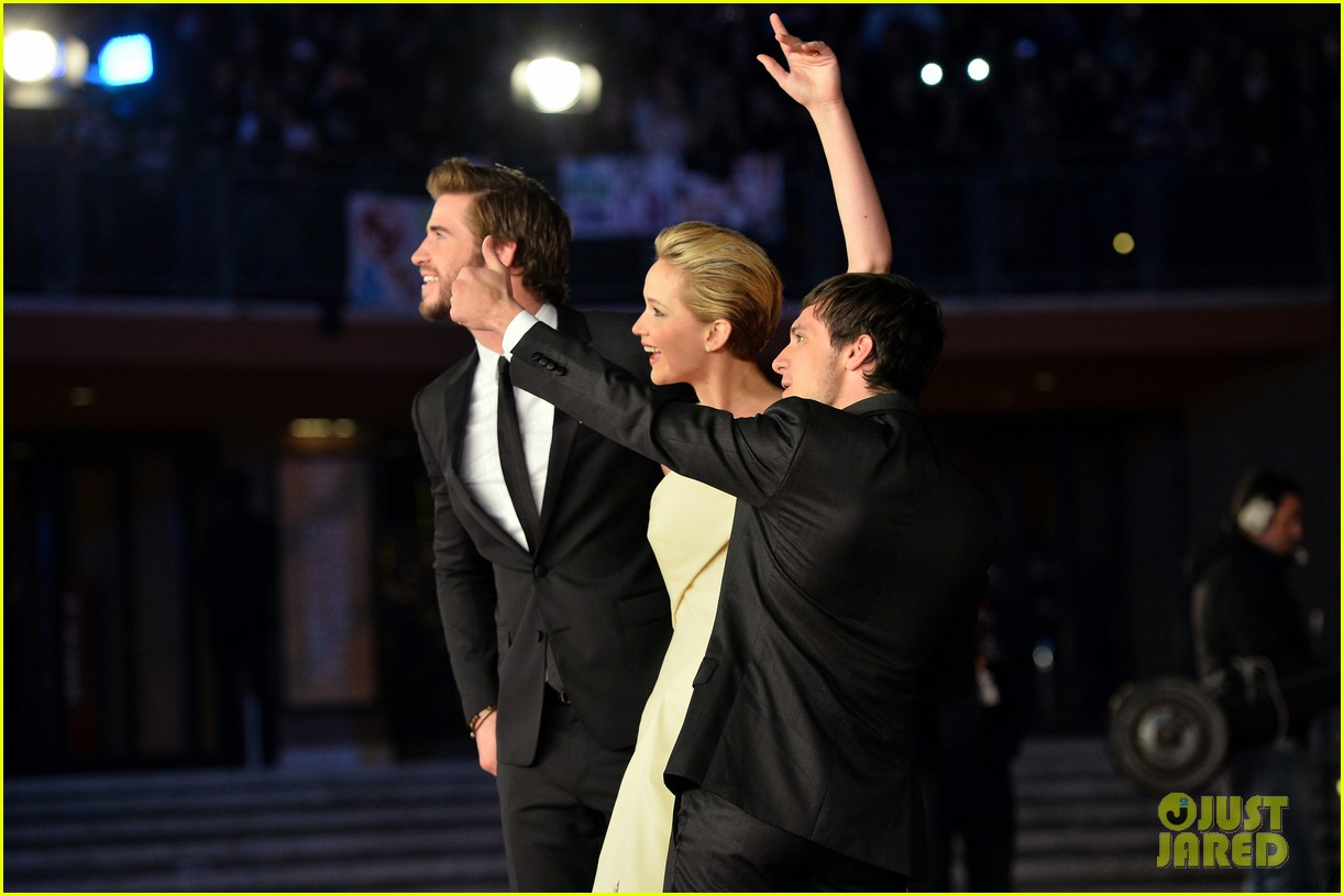 jennifer lawrence josh hutcherson catching fire rome premiere 16