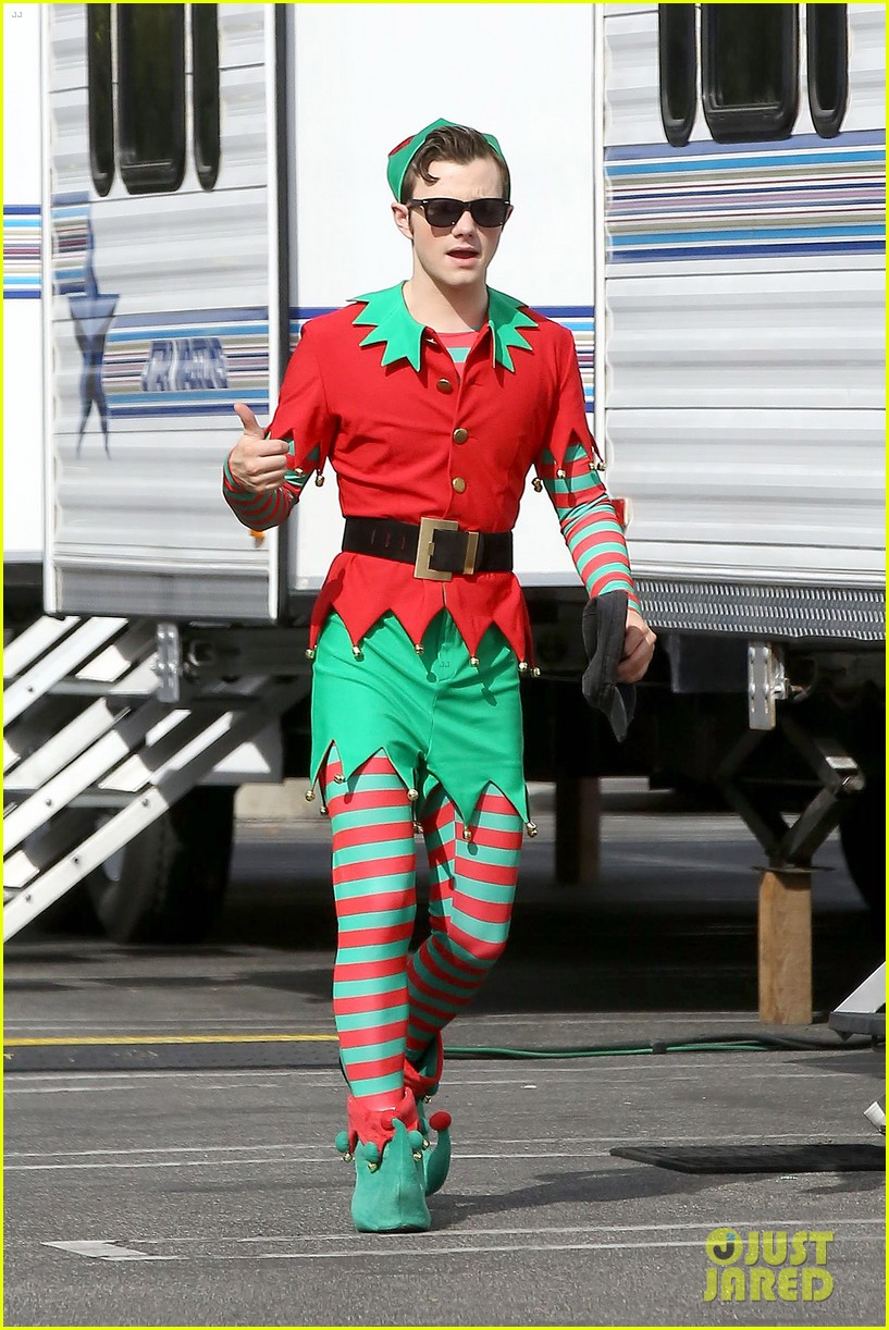 lea michele naya rivera santas sexy little helpers 28