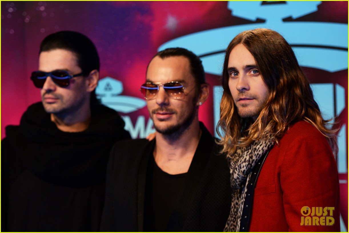 jared leto 30 seconds to mars mtv ema 2013 red carpet 03