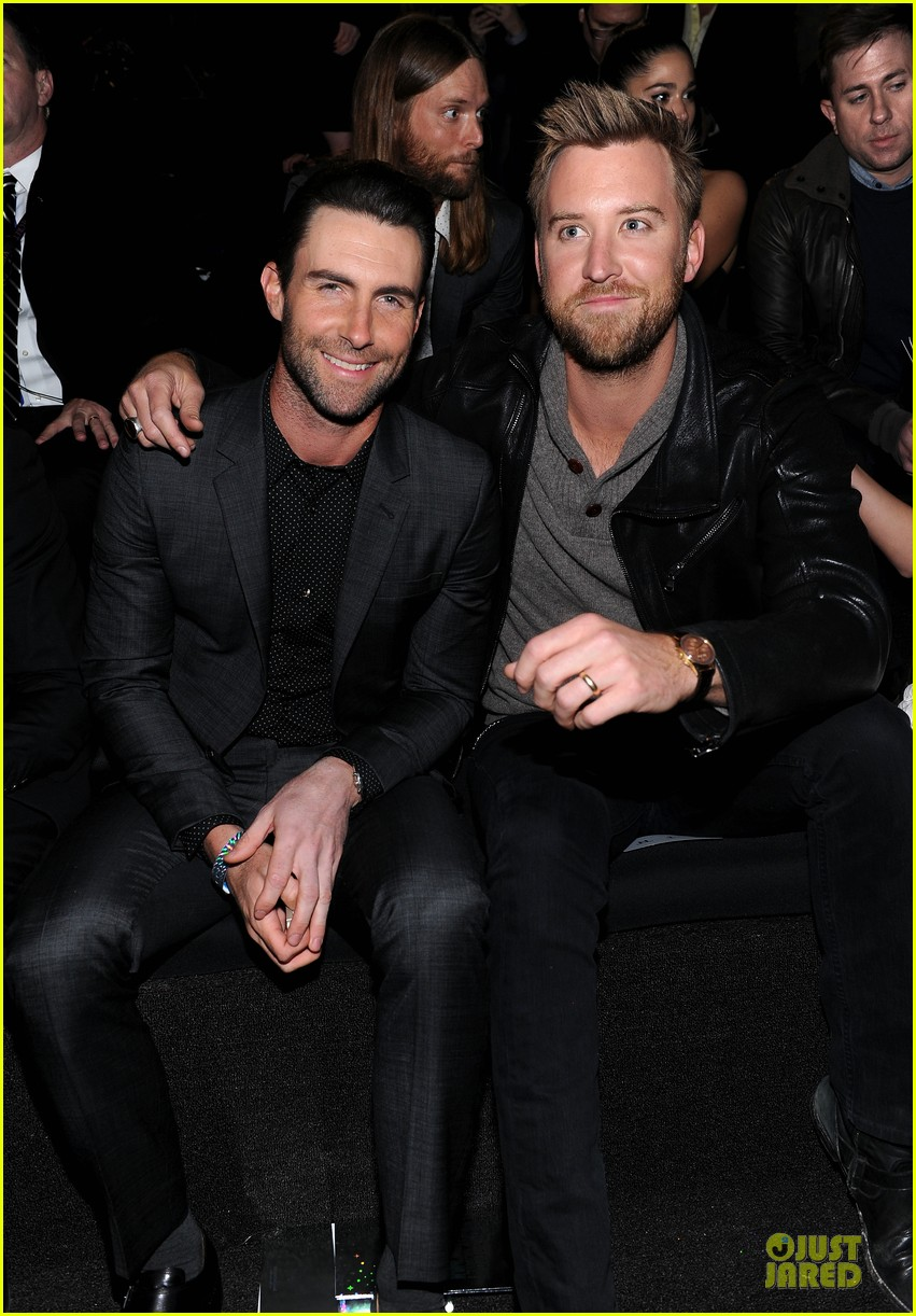 adam levine supports behati prinsloo at victorias secret fahsion show 2013 062992407