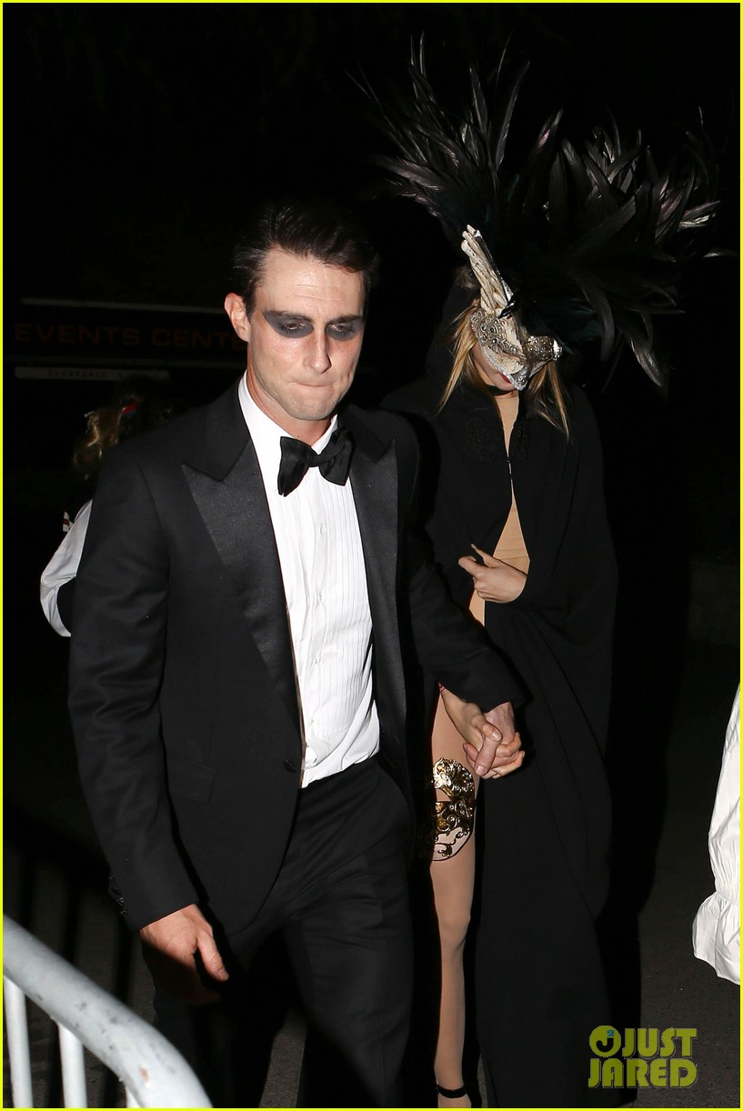 adam levine behati hold hands after hosting halloween party 02