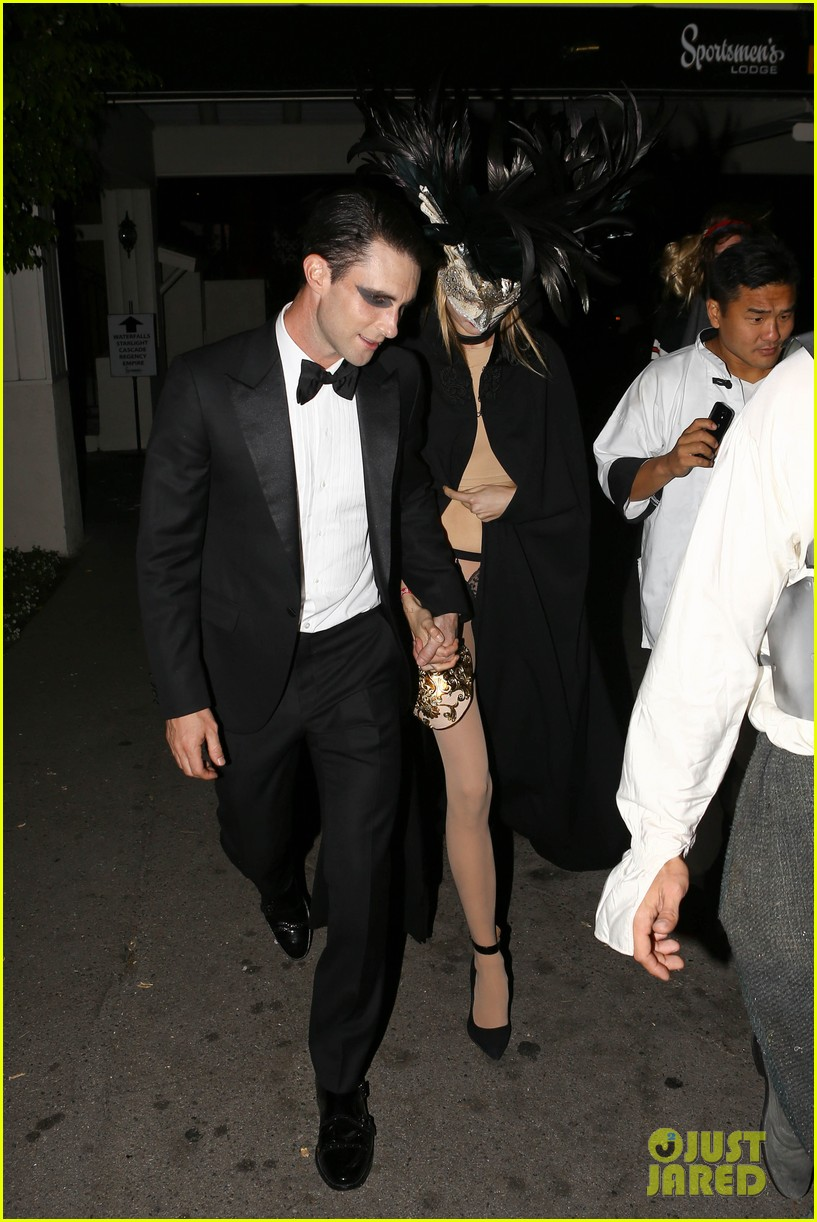 adam levine behati hold hands after hosting halloween party 12