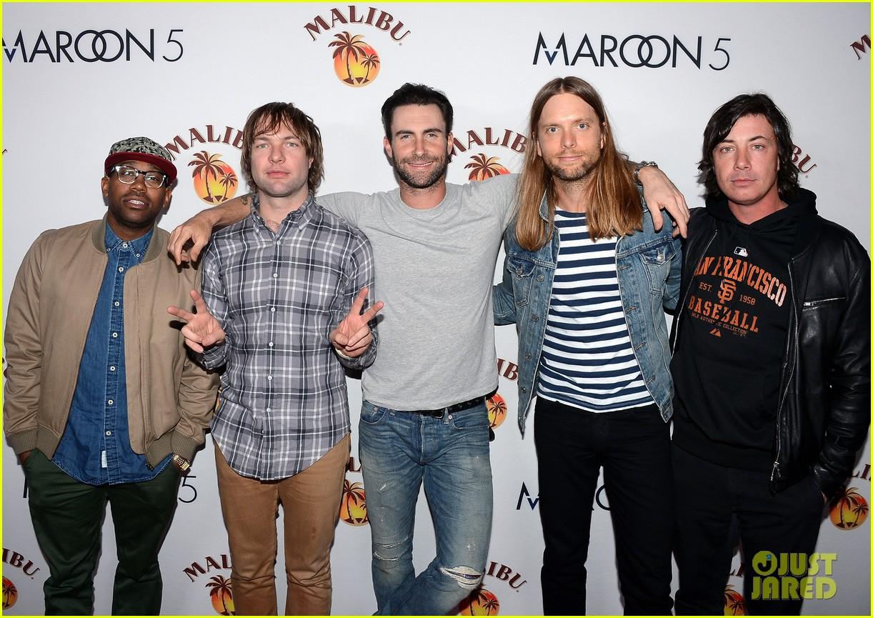 adam levine maroon 5 malibu island spiced rock concert 032995372