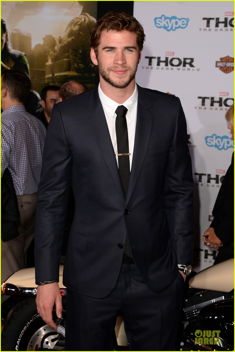 liam hemsworth supports bro chris at thor hollywood premiere 05