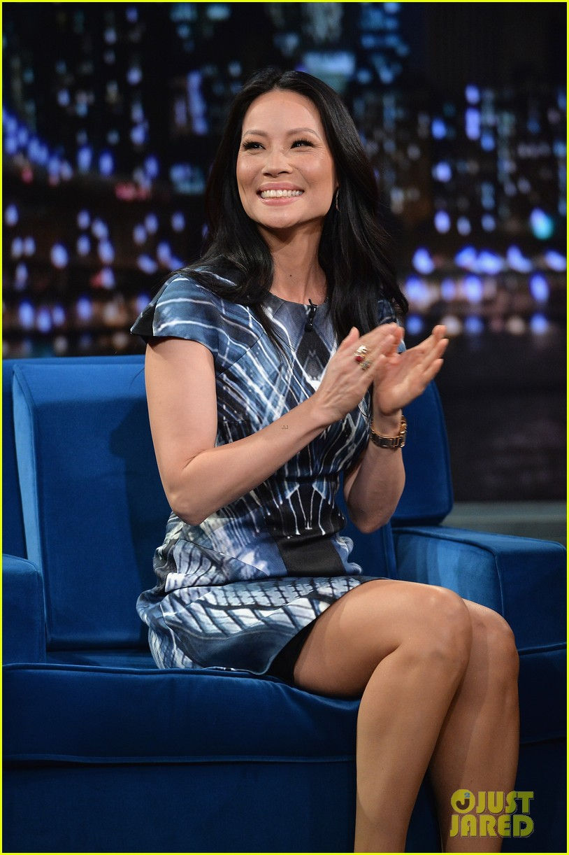 zachary quinto lucy liu play catchphrase on jimmy fallon 09
