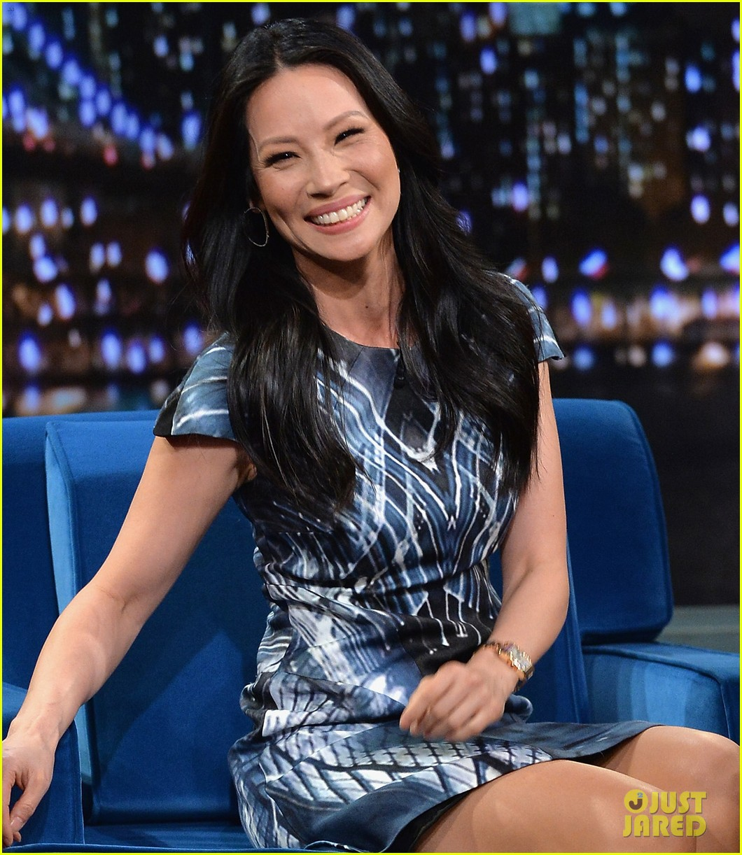 zachary quinto lucy liu play catchphrase on jimmy fallon 112986974