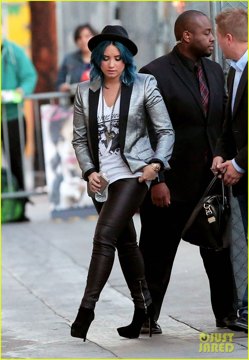 demi lovato stops by jimmy kimmel live 02