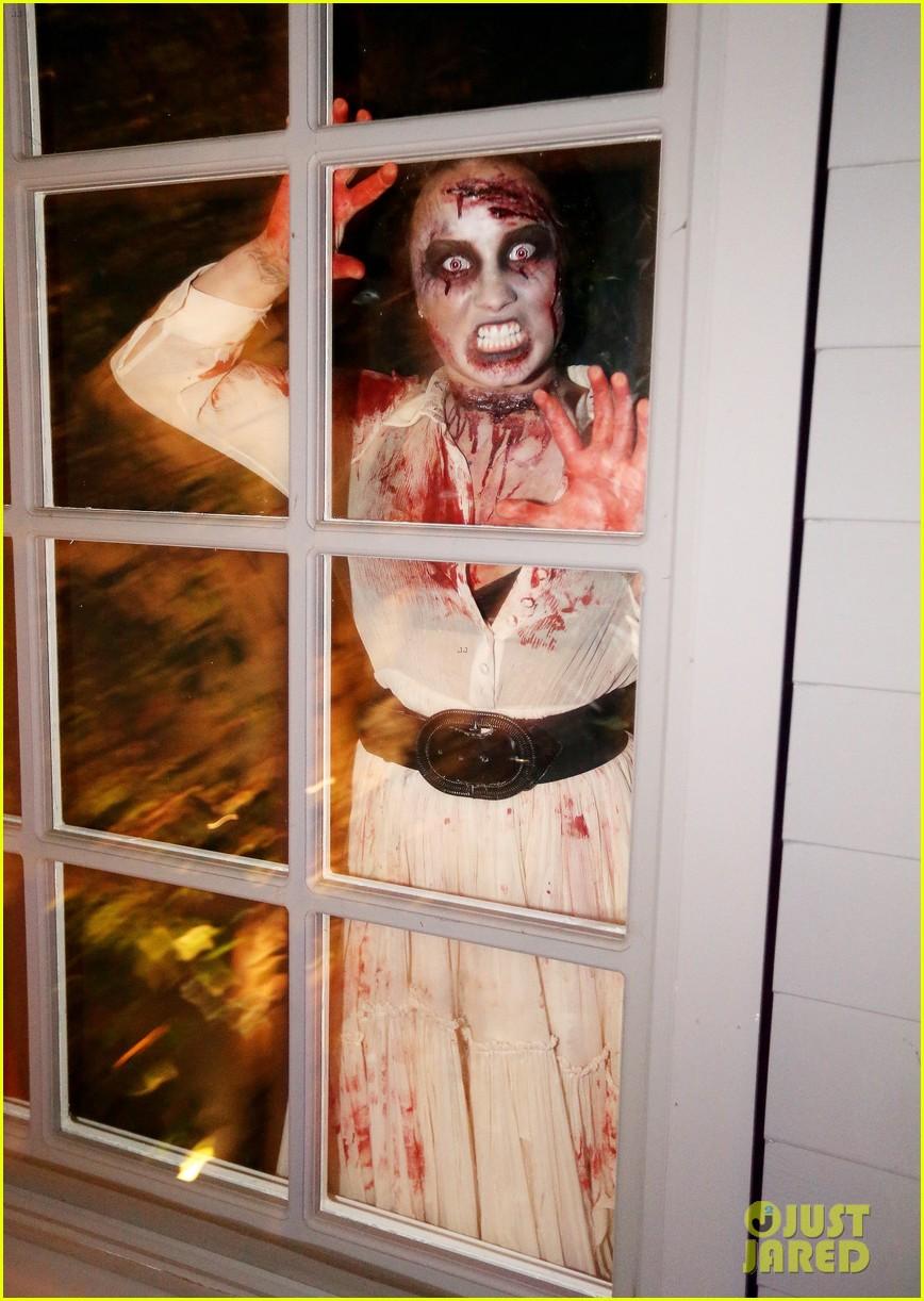 demi lovato dead zombie halloween costume 2013 052984114