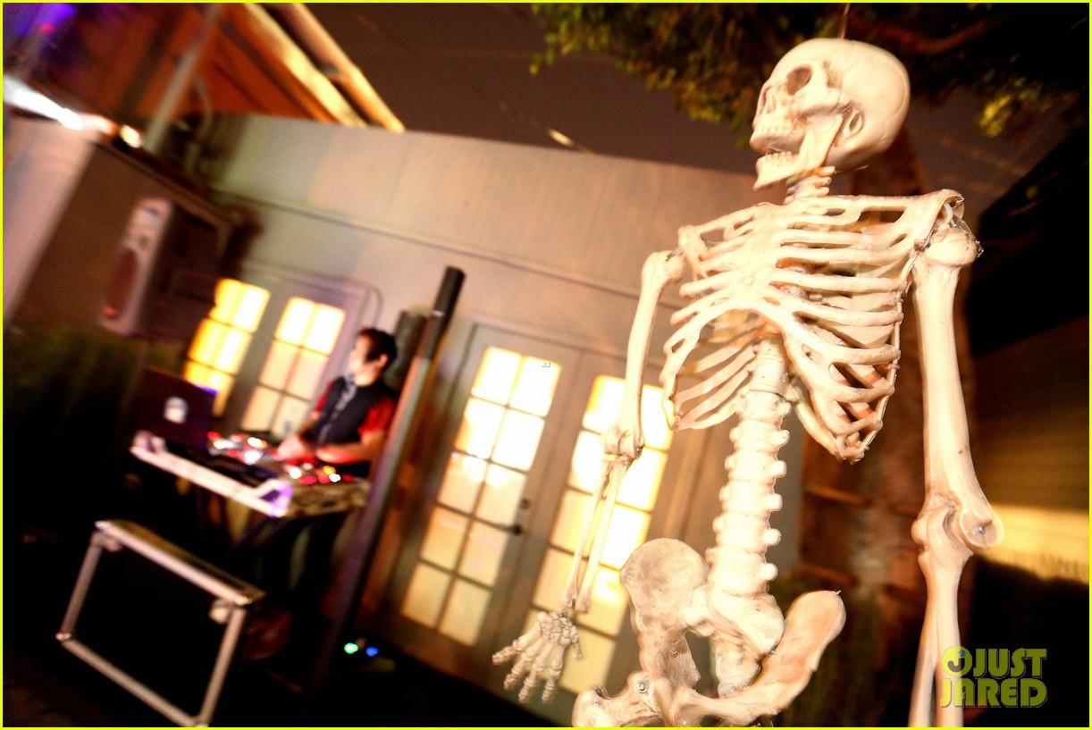 demi lovato dead zombie halloween costume 2013 122984121