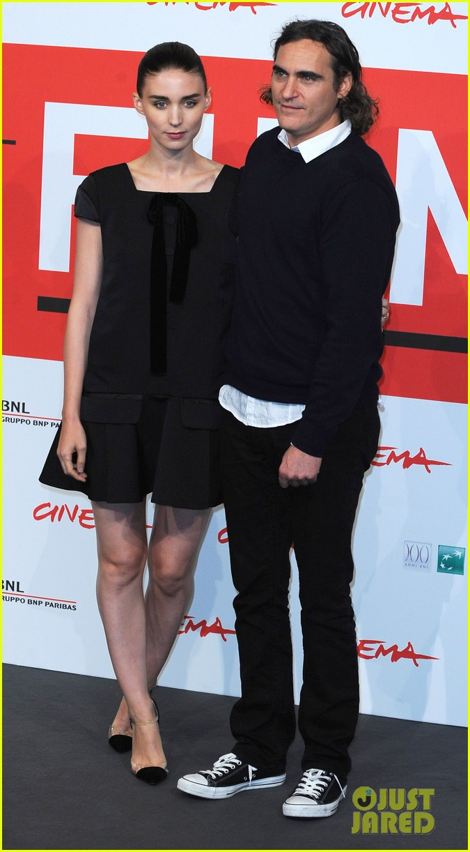 rooney mara joaquin phoenix her rome photo call 04