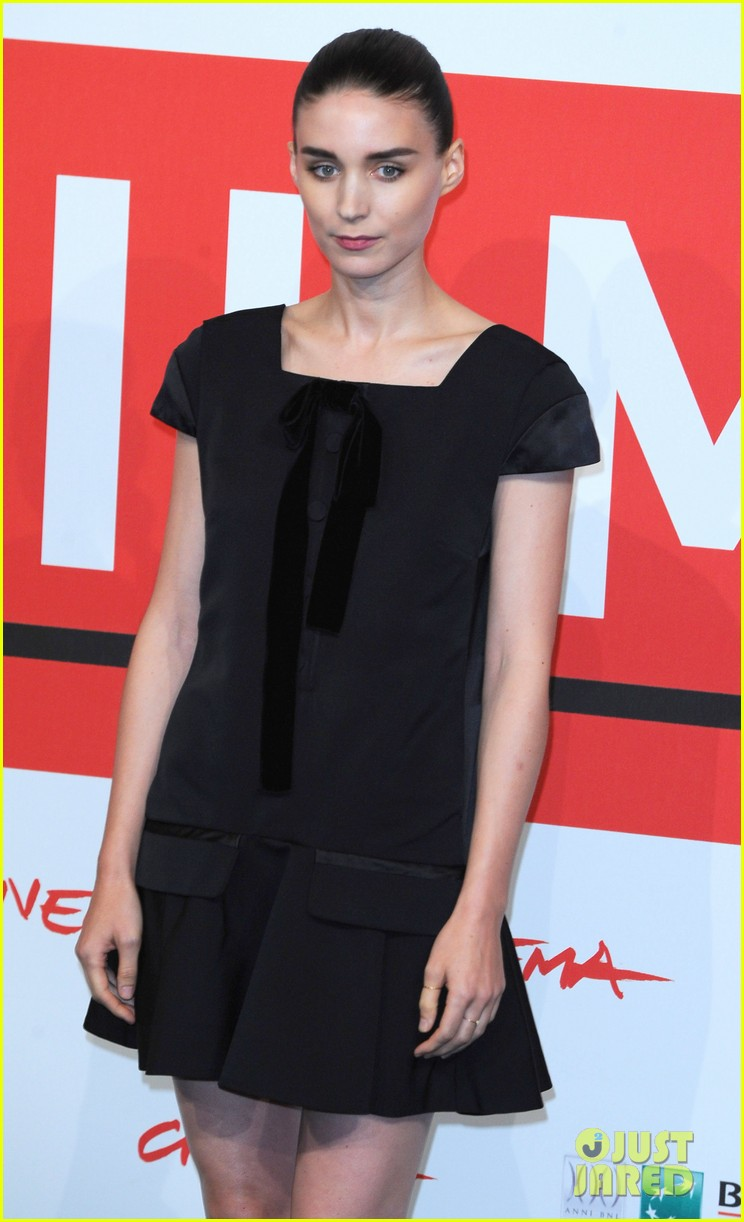 rooney mara joaquin phoenix her rome photo call 092989653