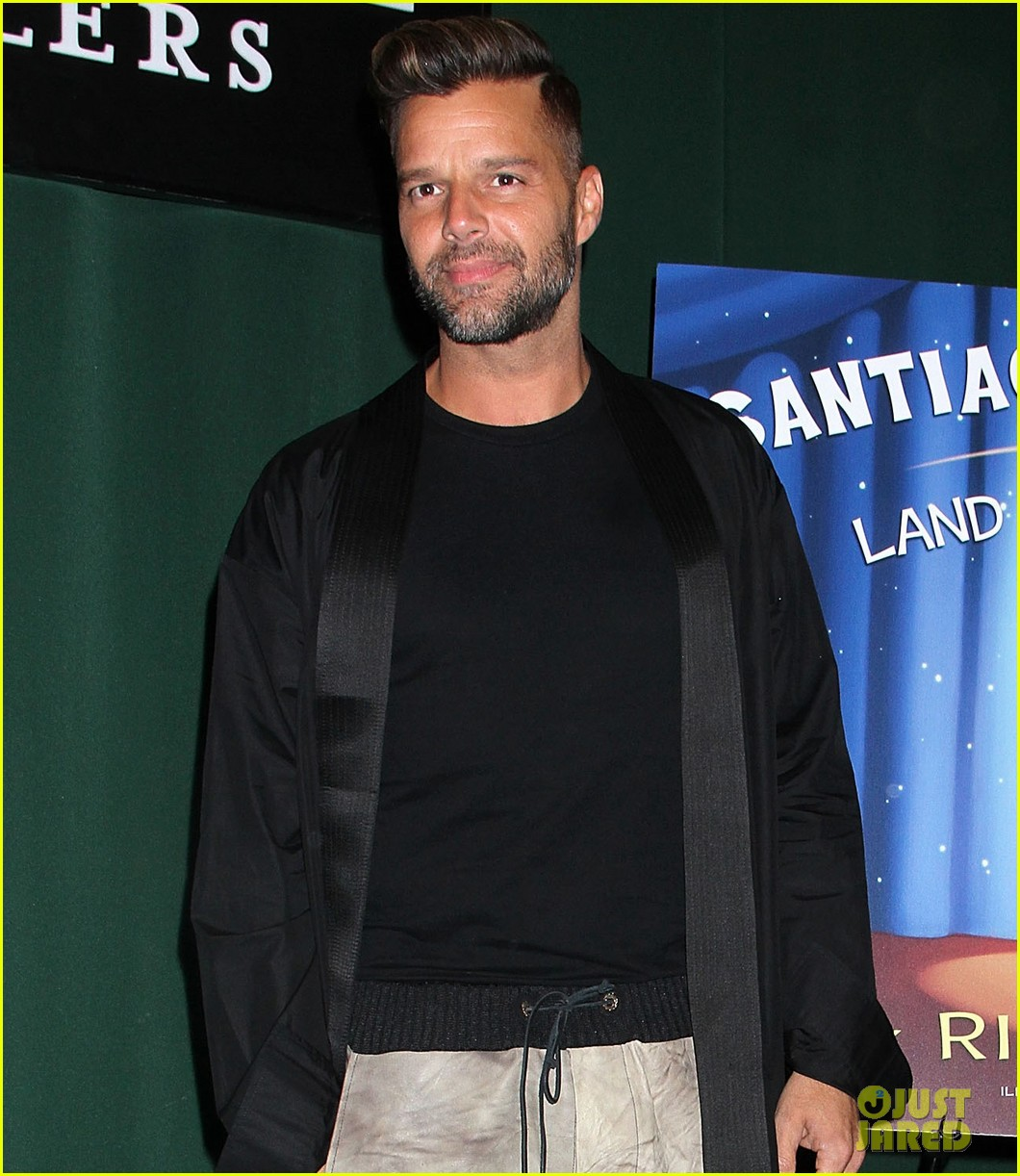 ricky martin santiago the dreamer book signing 09