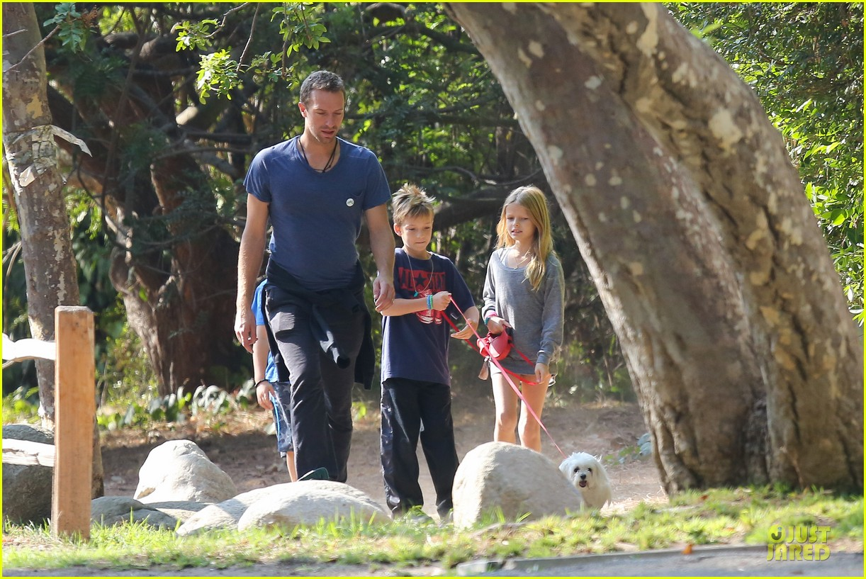 chris martin stroll with kids after kanye west concert 092986665