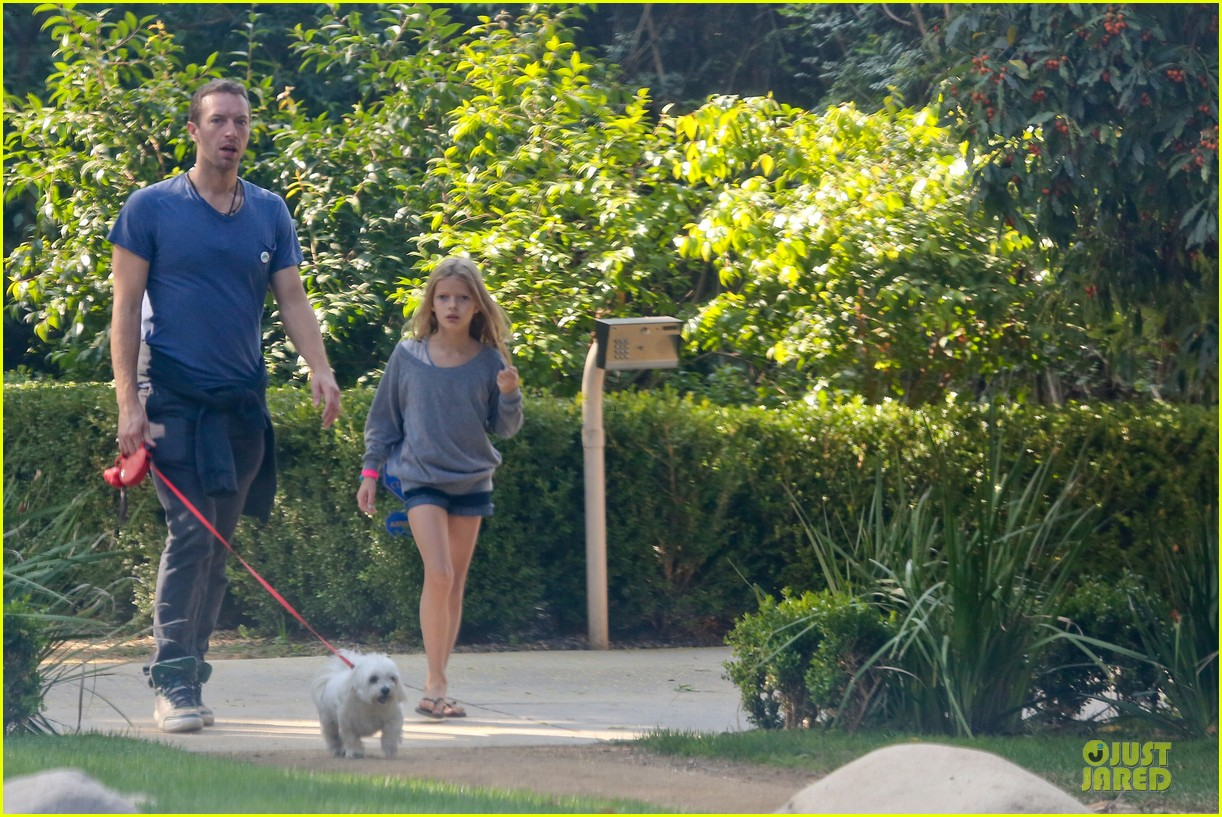 chris martin stroll with kids after kanye west concert 122986668