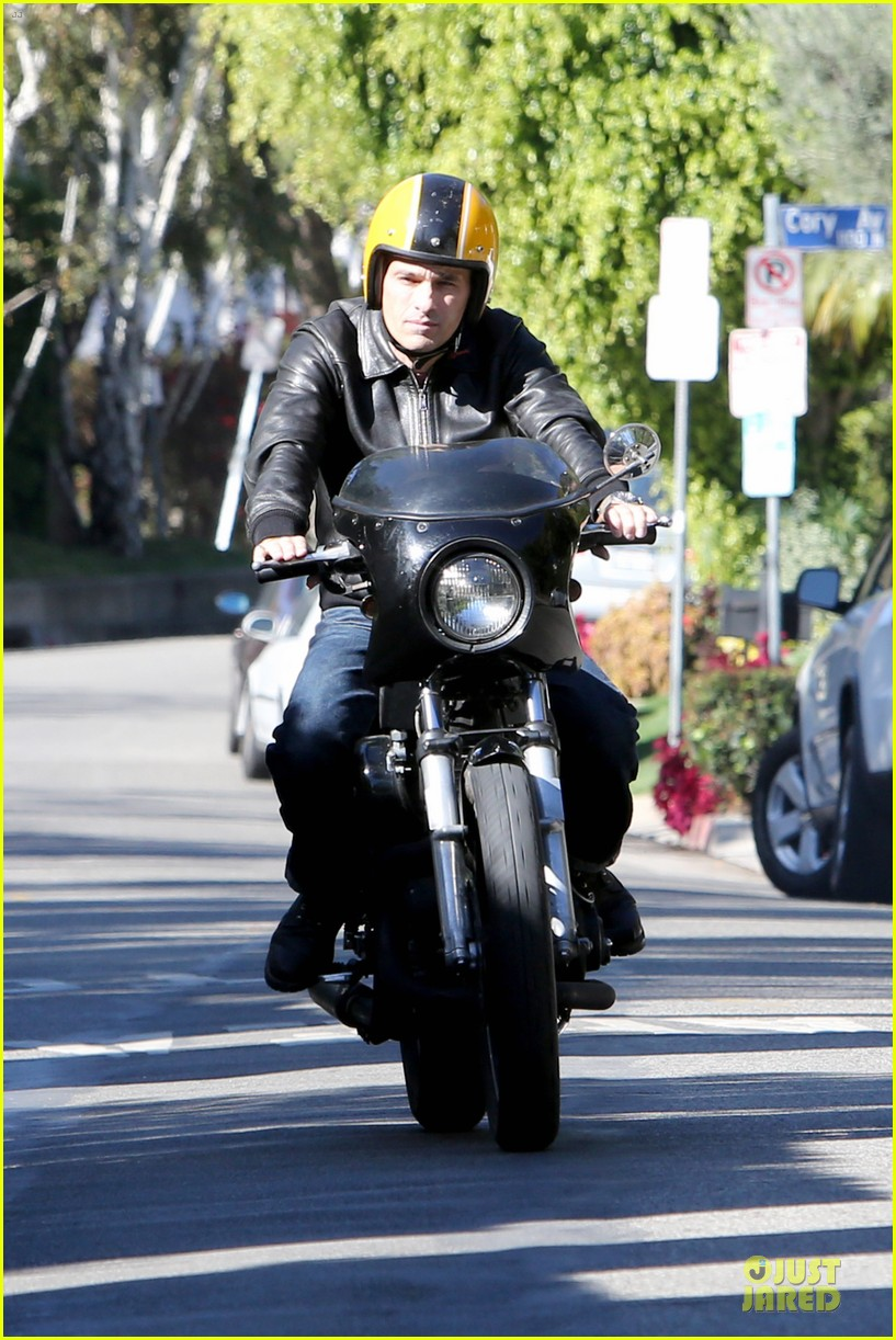 olivier martinez fender bender in studio city 083000283