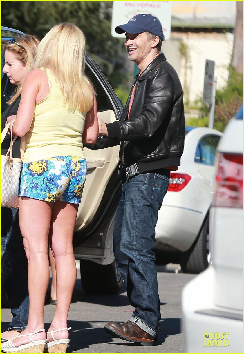 olivier martinez fender bender in studio city 18
