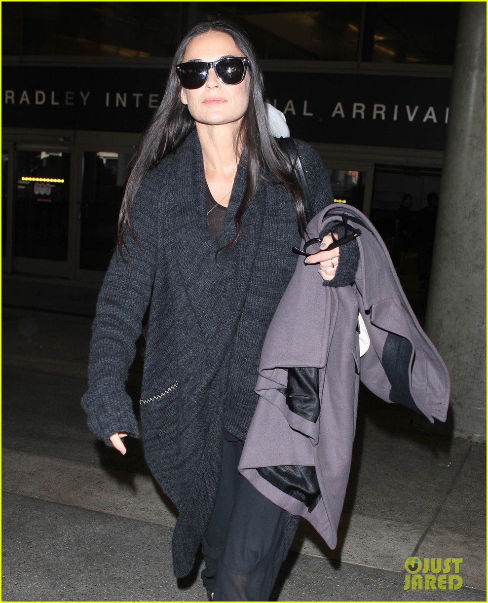 demi moore lands in america after spiritual retreat 02