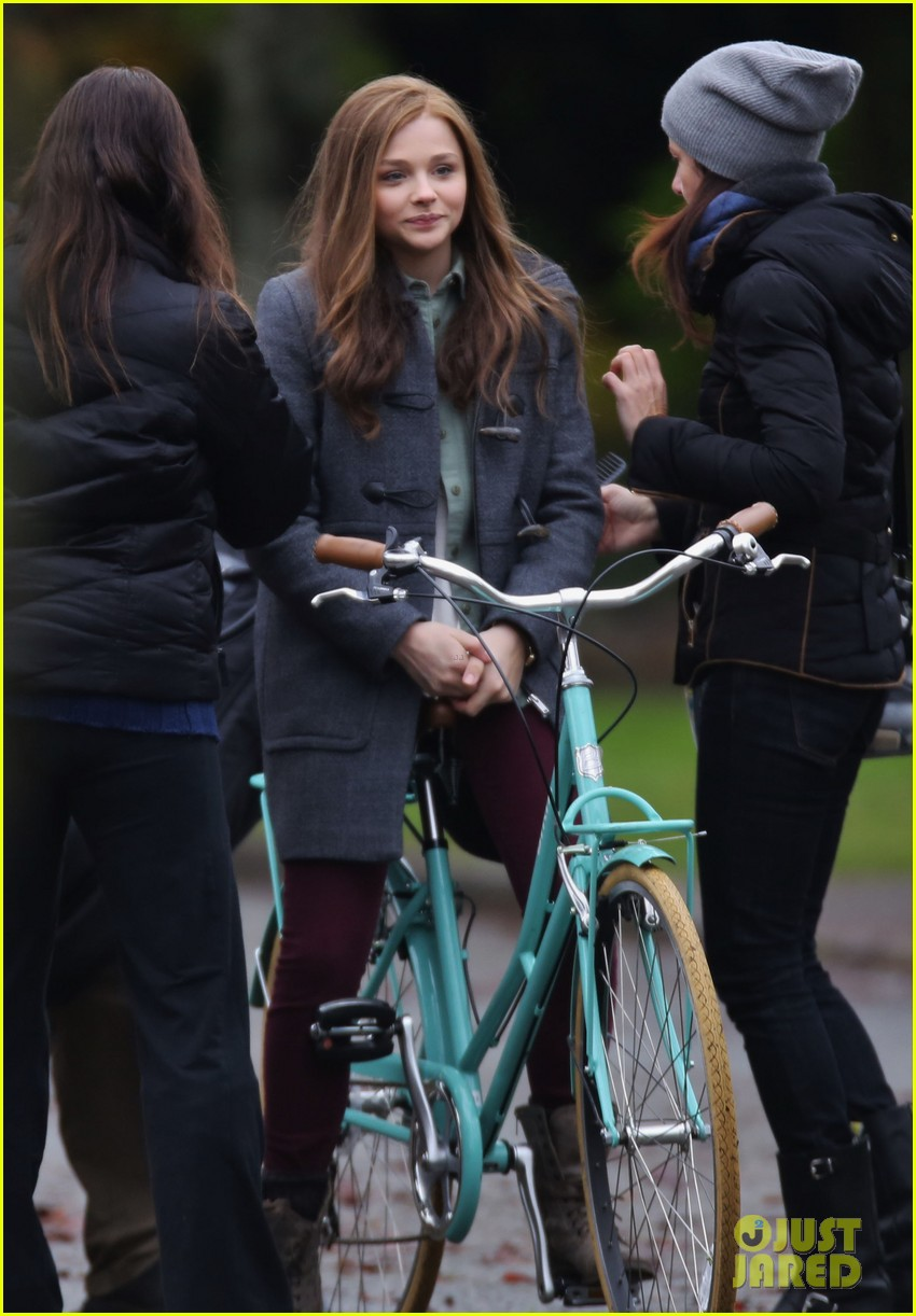 chloe moretz all smiles on if i stay set 162993297