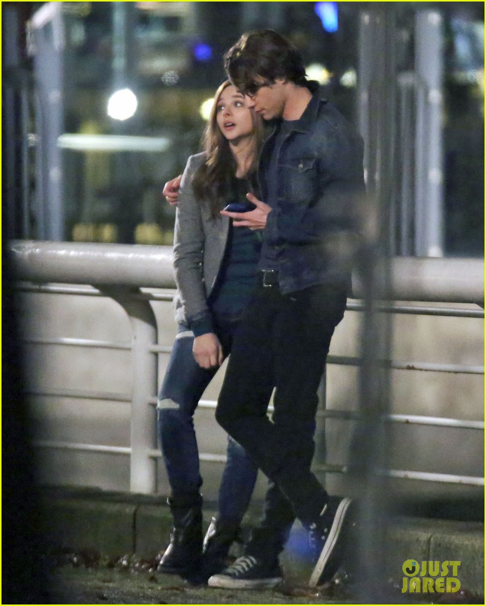 chloe moretz kisses co star jamie blackley on set 05
