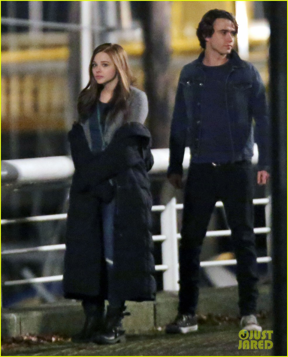 chloe moretz kisses co star jamie blackley on set 153001239