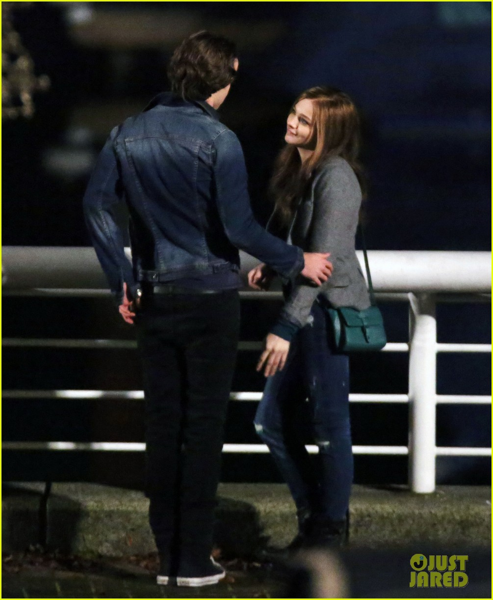 chloe moretz kisses co star jamie blackley on set 183001242
