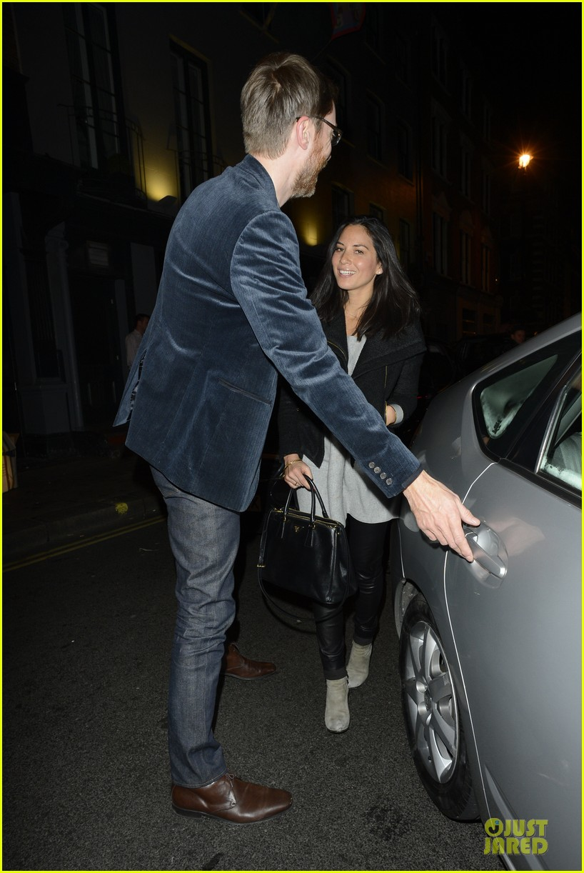 olivia munn groucho club with stephen merchant 05
