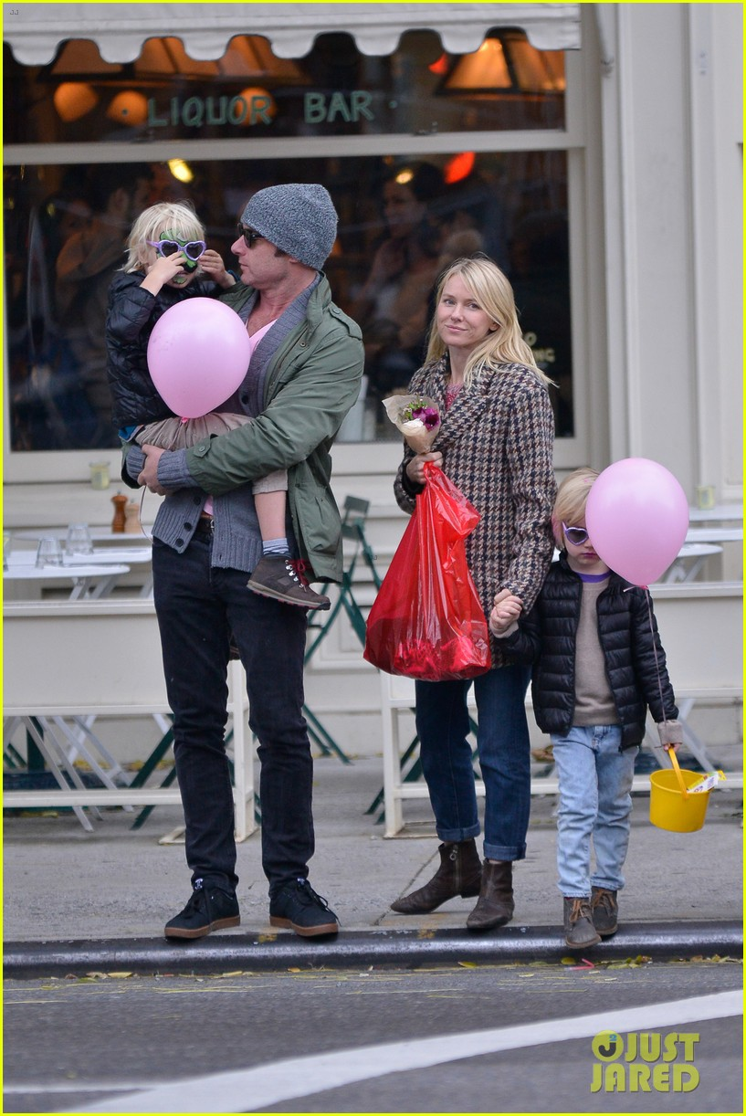 naomi watts snowy walk to school sasha samuel 112991629