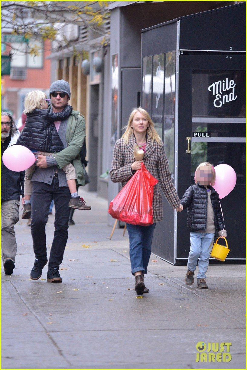naomi watts snowy walk to school sasha samuel 212991639
