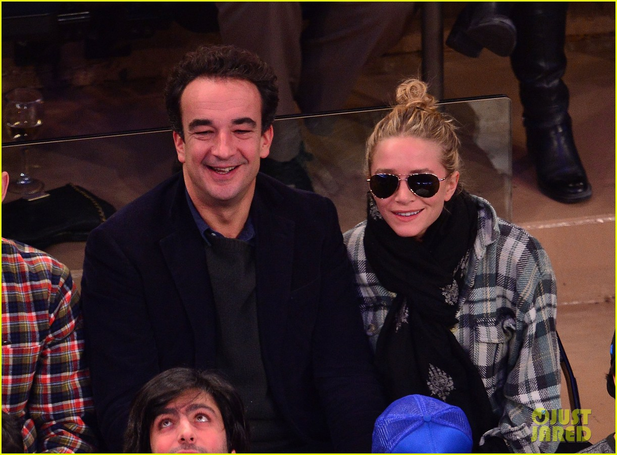 olivier sarkozy kisses mary kate olsen at knicks game 042986003
