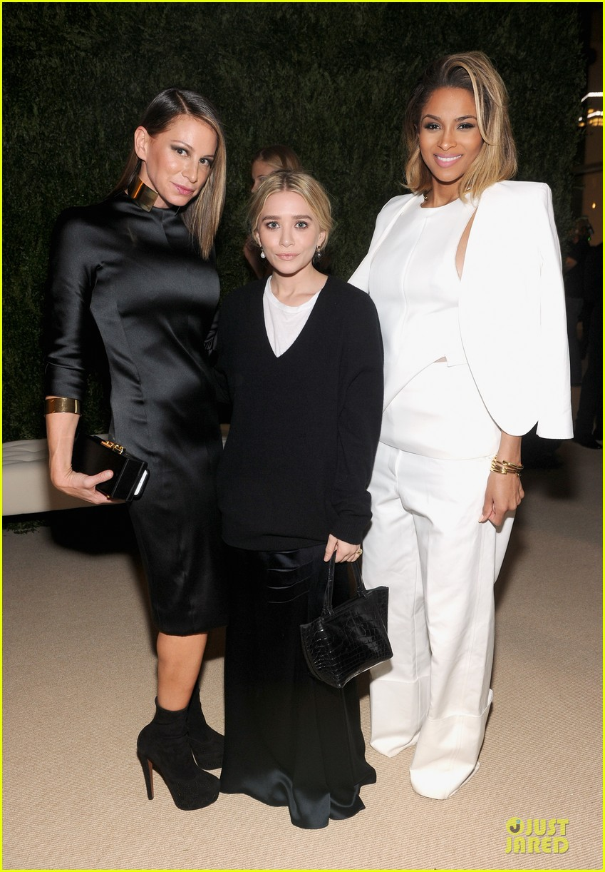 ashley olsen julianne moore cfda fashion fund finalists celebration 02