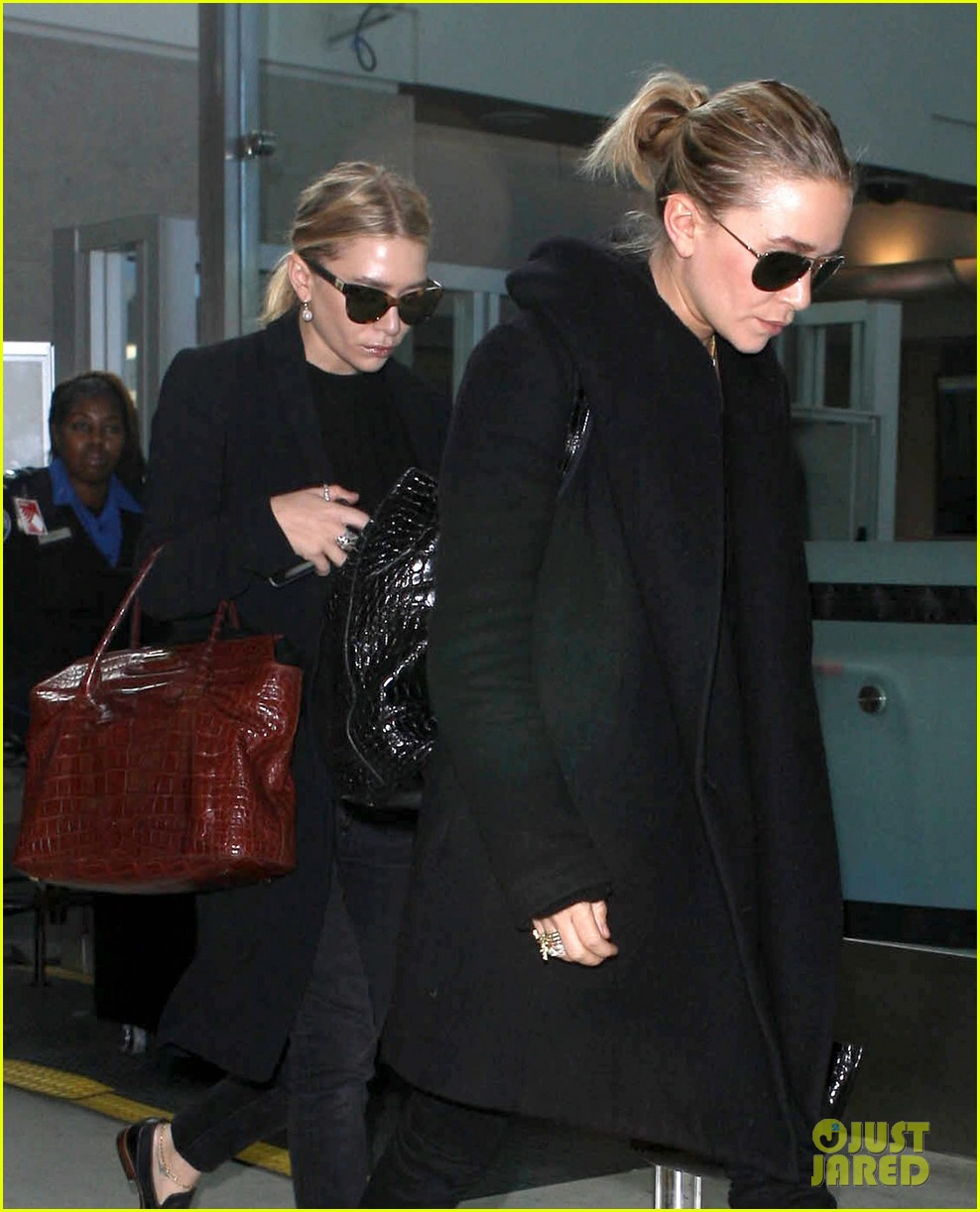 mary kate ashley olsen land at lax 042993227