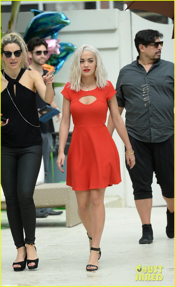 rita ora rushed to hospital during photo shoot in miami 04