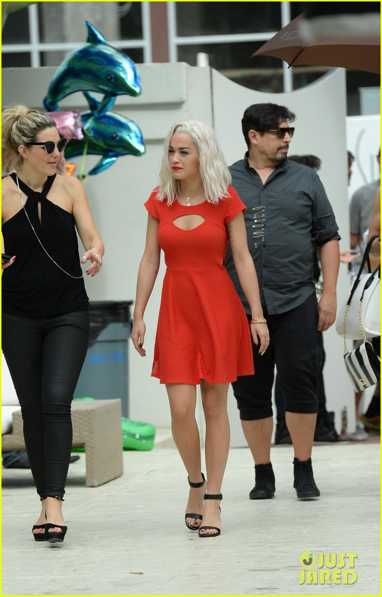 rita ora rushed to hospital during photo shoot in miami 262995479