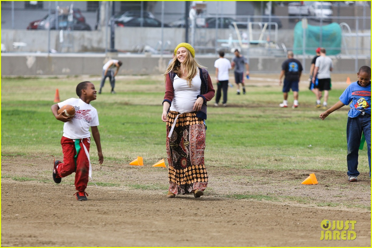 teresa palmer dives for ball during family football game 142998780